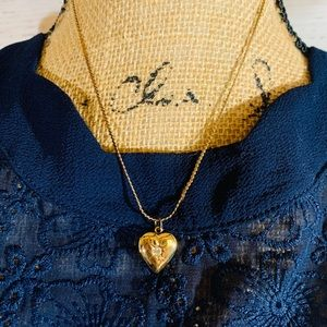 Jewelry - 🌷3for$20🌷Vintage gold tone heart locket neckless